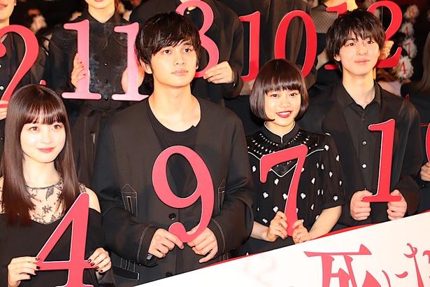 『十二人の死にたい子どもたち』の公開記念舞台挨拶が開催。新田真剣佑は欠席となった