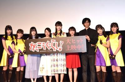 舞台挨拶に登壇したラストアイドルの4人、柴田一成監督、Wi-Fi-5の4人