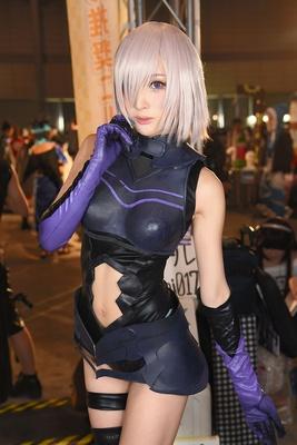 『Fate/Grand Order』のマシュ・キリエライトに扮するカモミールさん