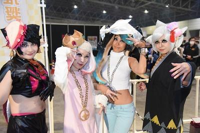 左より『スプラトゥーン2』のアオリ(千早さん)、ヒメ(シロノワールさん)、イイダ(リャンさん)、ホタル(ひなさん)