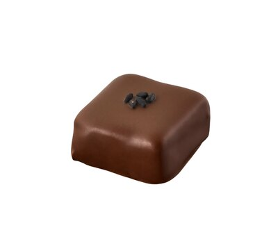 「グラン ドゥ セザン」は黒ゴマとフィユティーヌ(薄いクレープのような生地を砕いたもの)の食感も楽しい一粒。パプアニューギニア産カカオマスやベトナム産カカオを使用