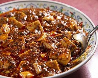 3種の豆板醤を使い、花山椒のさわやかな香りを最大限に引き出した「景徳鎮」の四川マ ーボー豆腐(1,944円)。辛さと旨味が口いっぱいに広がる