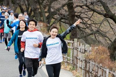 【写真を見る】元実業団の湯田知美さんを先頭に千鳥ヶ淵を走る参加者たち