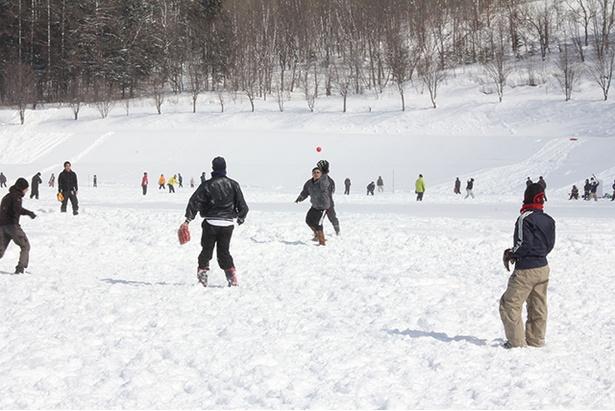 イージーに見えるポップフライも、雪上ならではの難しさがある