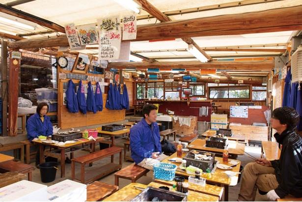 岡崎旭星 / カキ小屋では珍しい店舗型で、冬場も温かく過ごせるのがいい