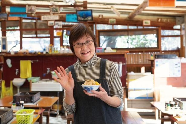 岡崎旭星 / 「鮮度抜群の糸島の幸をご堪能ください!」と女将の岡崎美栄子さん