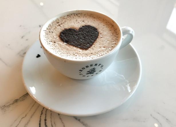 2月14日(木)まで期間限定で提供される「ホットチョコレート」(スモール400円~)。北欧のチョコレートを使用した、メッツァビレッジならではの一杯