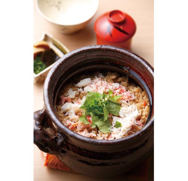 新潟の3大産地に数えられる岩船産コシヒカリを、楽焼の土鍋で炊き上げる炊き込みご飯は、常連客に好評