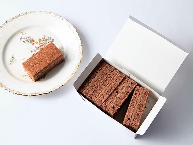 お1ついかが?と皆で つまみたいチョコケーキ。1箱 810円(税込み)