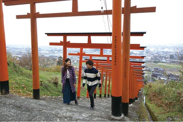 浮羽稲荷神社 / 下から歩いて登るほか、250段あたりに整備された駐車場を利用して手軽に絶景を楽しむ方法も