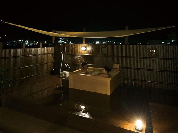 筑後川温泉 清乃屋 / 湯舟はヒノキ造り。立ち寄り湯の電話予約は不可