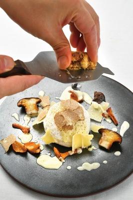 ふわふわした尾張の卵とイタリア産白トリュフ パルミジャーノチーズソース/Prospero