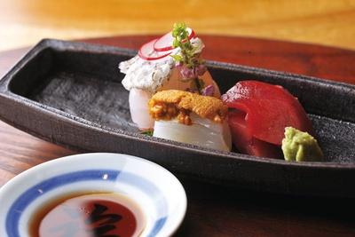 鯛の昆布〆、剣先イカのウニ添え、バチマグロのお造り/味処 よこゐ