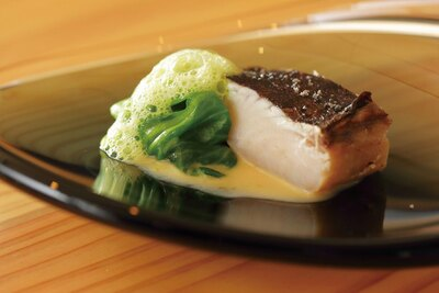 柚子とレタスのソースが香り豊かな、サワラの西京焼き/La Nouvelle Lune
