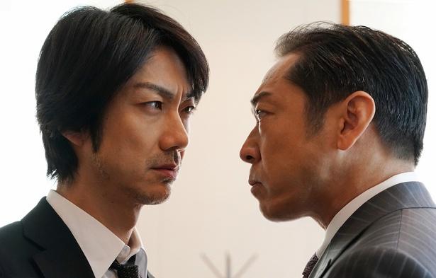 【写真を見る】野村萬斎と香川照之がにらみ合う名シーン