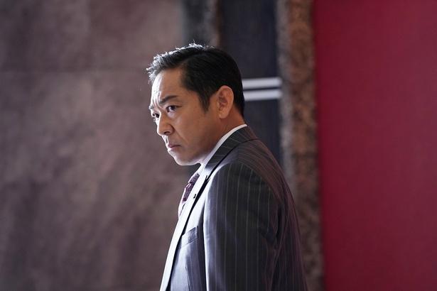 社内で絶対的存在の営業部長・北川誠(香川照之)