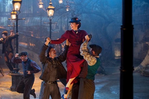 歌とダンスにトライしたエミリー・ブラント
