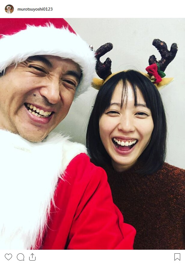 【写真を見る】サンタとトナカイのムロツヨシ&戸田恵梨香