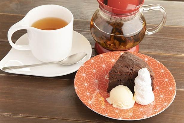 ゆずの風味がふんわりと香るケーキと、こゆるぎ紅茶の相性がいい
