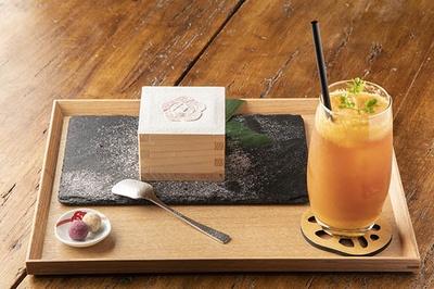 小田原のウメをかたどった見た目も美しい、城町「枡」ティラミス。詳しい中身は食べてみてからのお楽しみ