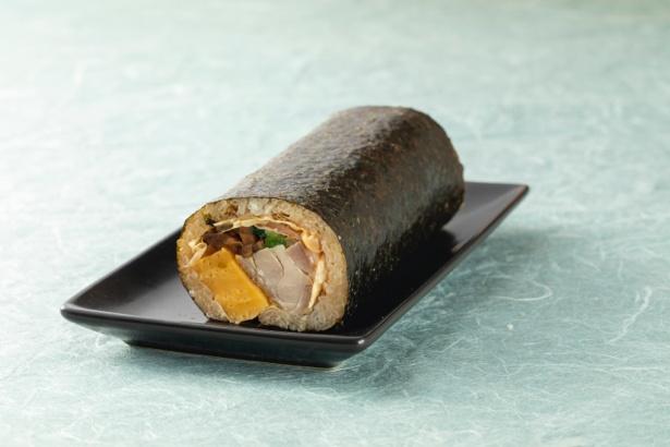 「串くらの焼鳥恵方巻」具材は、京都産丹波鶏、京都美山産の平ゆば、厚焼き玉子、椎茸、三つ葉、生姜の酢漬け