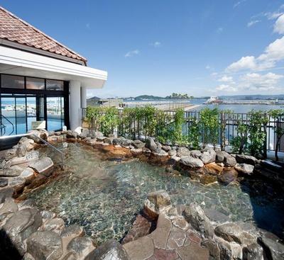 「天然 紀州黒潮温泉」の露天風呂