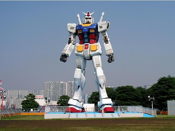 2009年に初めてお台場「潮風公園」に登場した実物大ガンダム立像