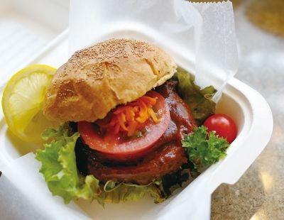 見かけも味も肉にそっくりなパテは、実はヒヨコ豆と野菜が原料