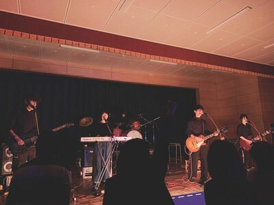 2月に行われたライブでの5人の演奏!