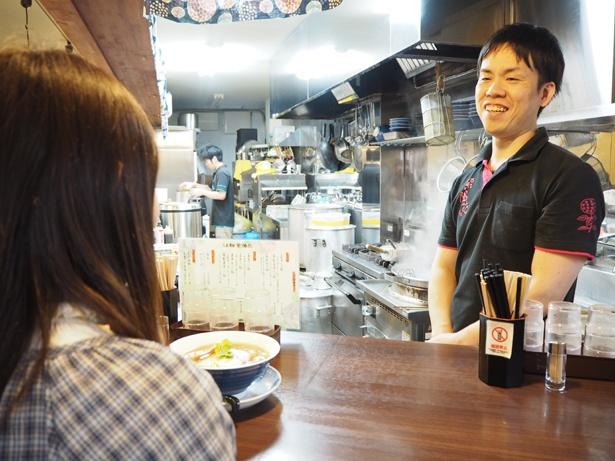 ラーメンを作り始めたきっかけなど、色々な話をしてくれた店主の戸谷さん