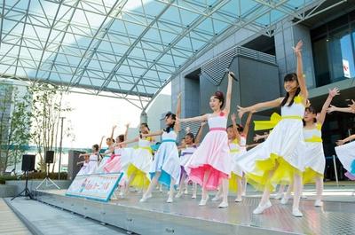 「堺少女歌劇団」は、親しみやすいフレーズのオリジナルソングを熱唱する