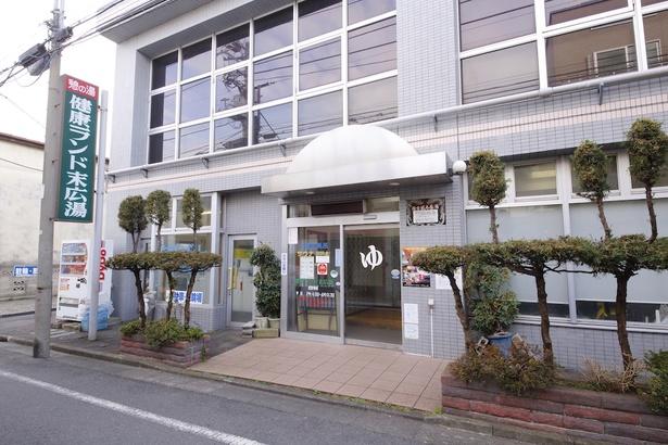 建物は1990(平成2)年に建て替えられ、現在の姿となった