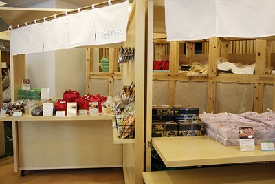 屋台コーナーでは洲本市特産の品を使った弁当を販売