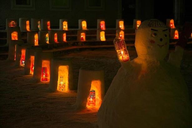 雪とローソクの幻想的なコラボレーション