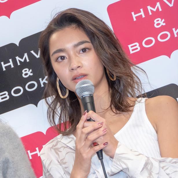 カレンダー発売イベントに出席した遠山茜子