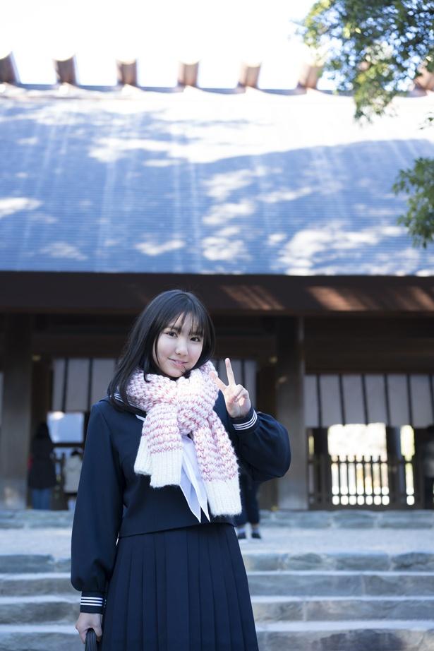 地元・名古屋で見せた制服ショット