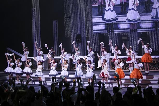 """「温泉むすめ 4th LIVE""""NOW ON☆SENSATION!!"""" ~聖夜にワッチョイナ Vol.2~」の様子"""