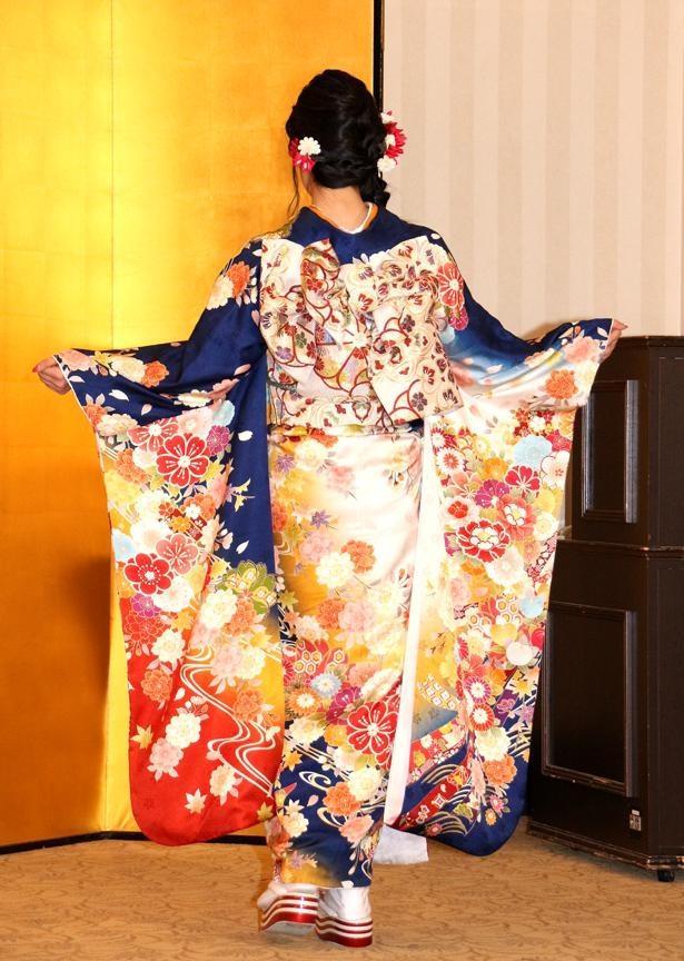 吉川七瀬は成人式の晴れ着について「大人の一面を見せたくて、あえて落ち着いた色を選びました」と明かした