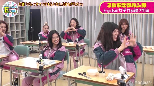 E-girlsが男子高校生に気に入られる3Dちぎりパン作りに奮闘!
