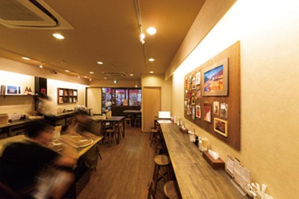 木目調で統一された店内は落ち着いた雰囲気/台湾タンパオ天五店