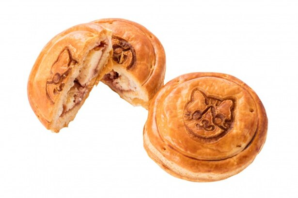 神戸牛のミートパイの「にゃらんのラズベリーとクリームチーズパイ」(367円)