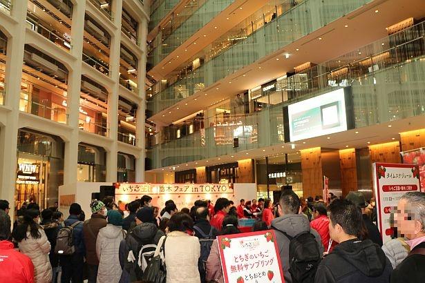 多くの来場者で盛り上がったKITTE1階アトリウム内イベントスペース