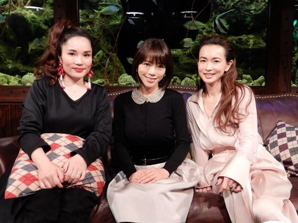 長谷川京子(写真右)が同い年の釈由美子(写真中央)、平野ノラとガールズトーク