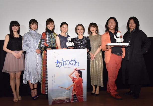 福地桃子の映画初出演にして初主演となる「あまのがわ」が初日を迎え、舞台あいさつに出演者や監督、また劇中に登場するロボットの開発者らが登壇した