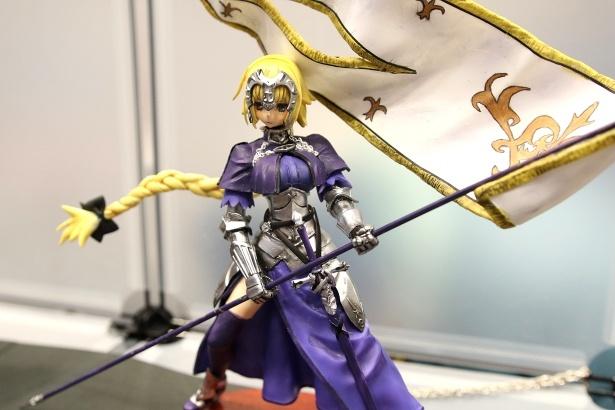 【写真を見る】「Fate/Apocrypha」より「ルーラー ジャンヌ・ダルク」(はむすた工房)