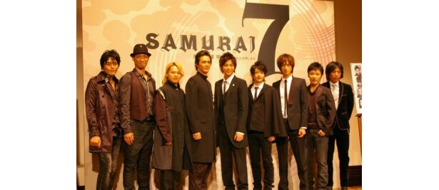 「SAMURAI 7」の製作発表に出席した、左から高橋広樹、住谷正樹、中川晃教、加藤雅也、三浦翔平、西島隆弘、相葉弘樹、橘大五郎、岡村俊一