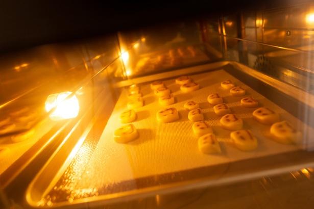 ニコちゃんクッキーを焼きあげる