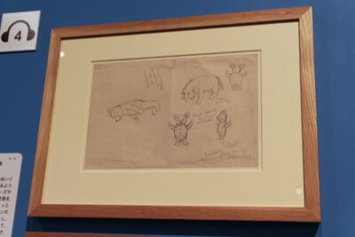 実際のぬいぐるみをもとにシェパードが描いた、プーさんとイーヨー、コブタ(ピグレット)のスケッチ