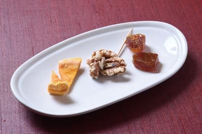 台湾の干し芋など、日替りのお茶請けが好評/台湾茶 深泉