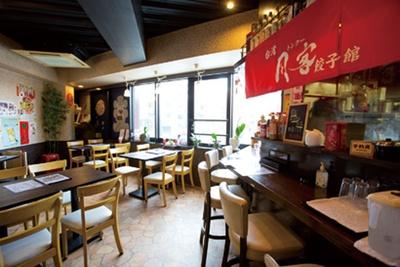 お一人様にうれしいカウンター席も/台湾 同客餃子館